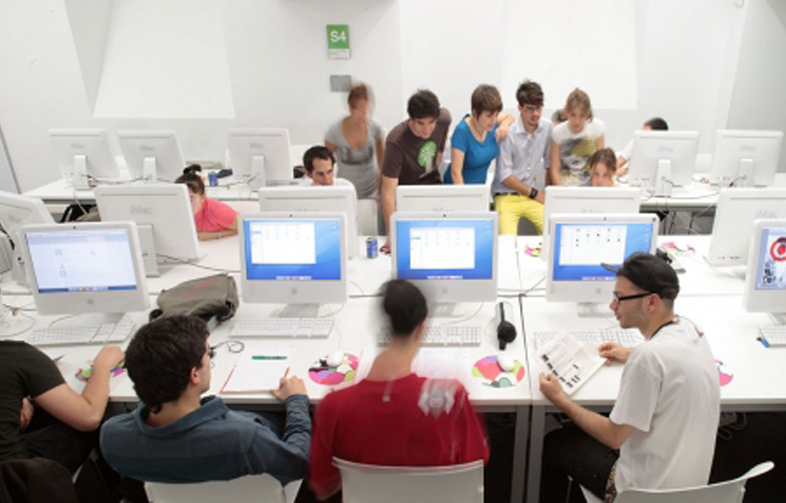 Summer Course in Digital Strategy and Social Media